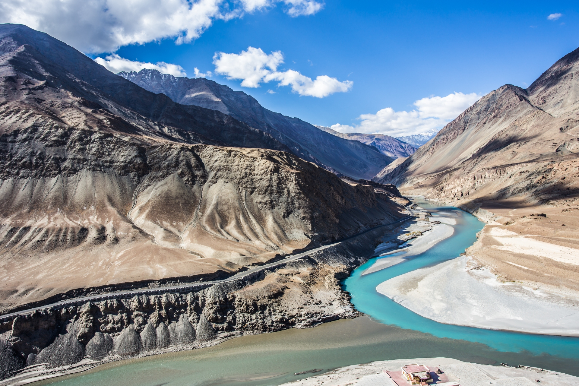 In the beautiful Nimmu valley, the Zanskar river meets and feeds Ladakh's lifeline, the Indus river. Photo: Pawika Tongtavee/Shutterstock