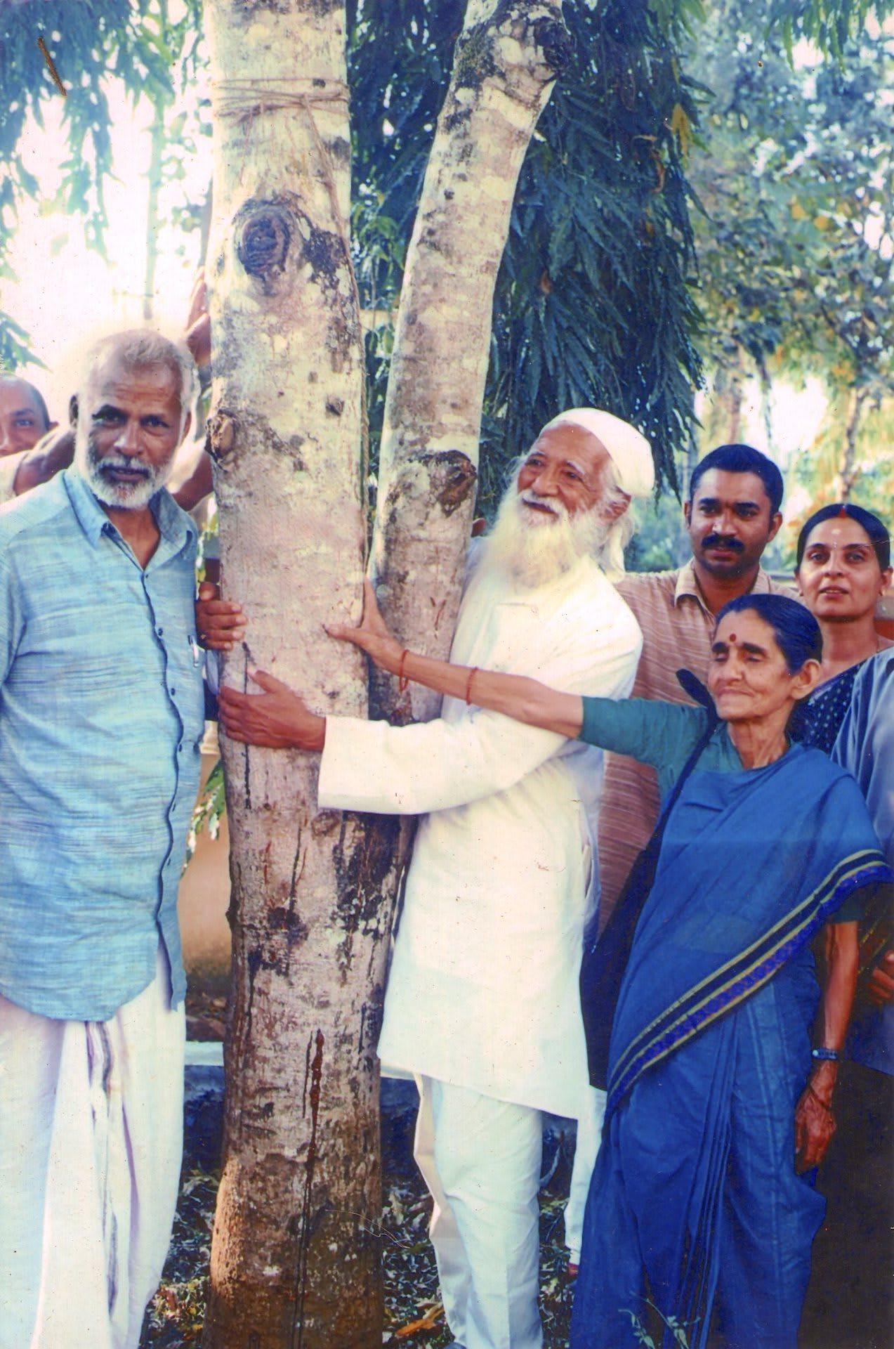 Chipko Movement Sunderlal Bahuguna hugging a tree