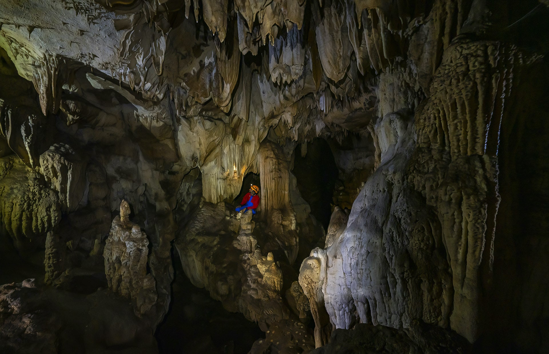 meghalaya-caves-formation-man-in-cave-flowstone-on-right-foreground