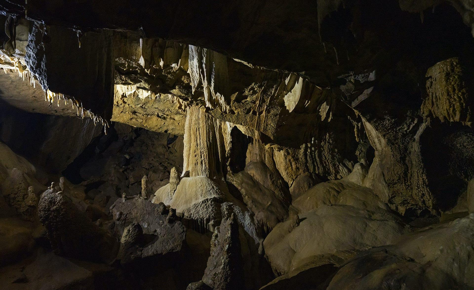 meghalaya-caves-formation-stalagmites-large-pillars