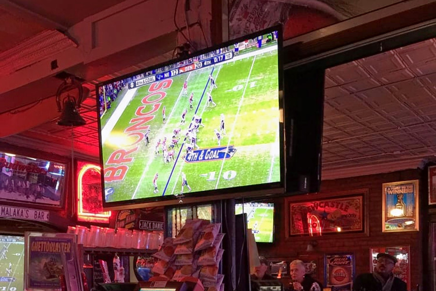 o Batter Up: Watch The World Series At One Of Detroits Top Sports Bars