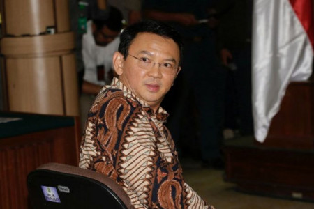 """""""Ahok-Gate"""": Legal ambiguity leads to political battle over Ahok's reinstatement as governor"""