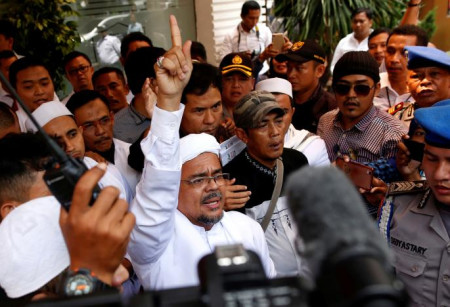 Police warn they'll forcibly take FPI leader in for questioning if he doesn't answer summons, Rizieq's lawyer asks for helicopter pickup
