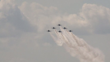 How'd they do that? Amazing video from New Orleans Air Show