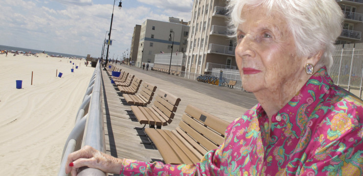 Lucille Conlin Horn, who began life in a Coney Island sideshow incubator, dies at 96