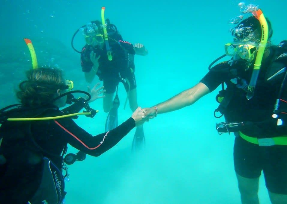 chetan_scuba_diving_in_the_great_barrier_reef.jpg