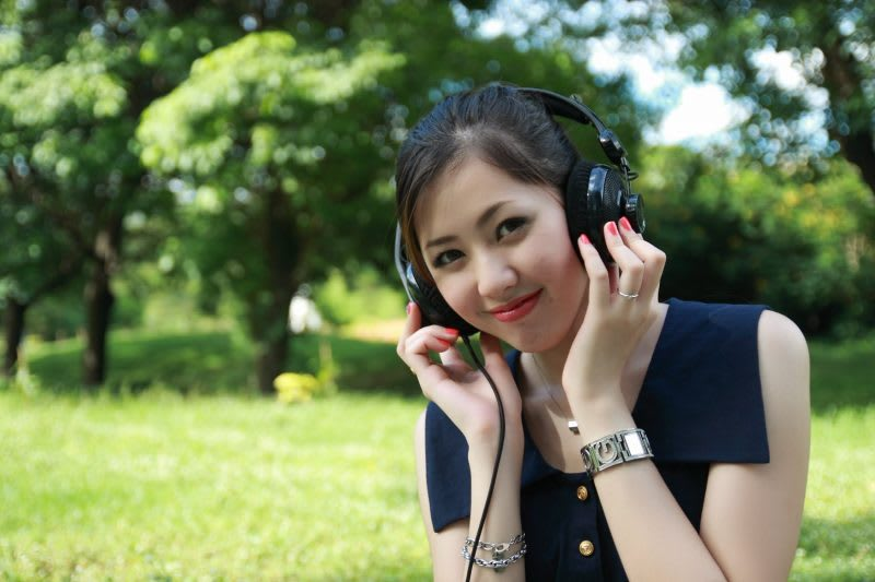 girl listening to a podcast on headphones
