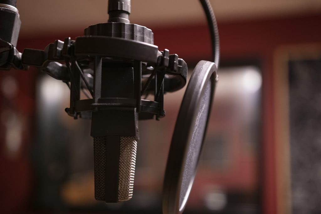 picture of podcast microphone