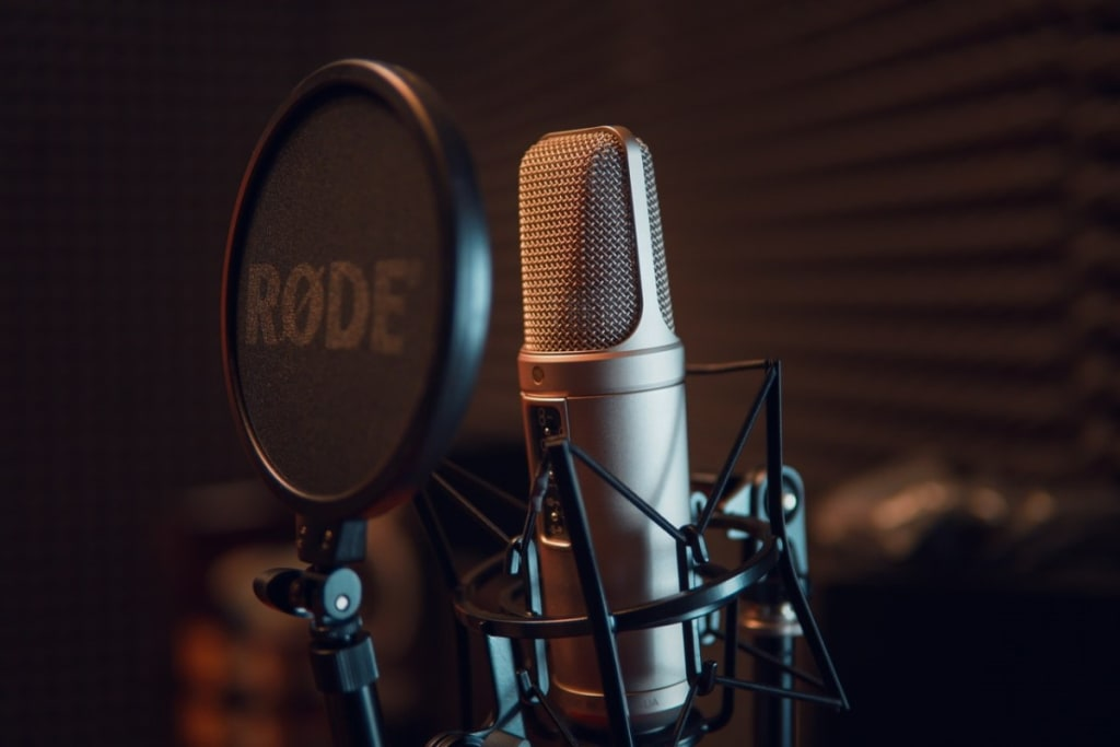 picture of a podcast microphone