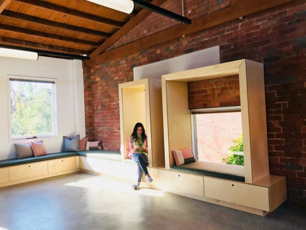 Thinking cubes and private nooks for relaxation or making calls or having casual discussions