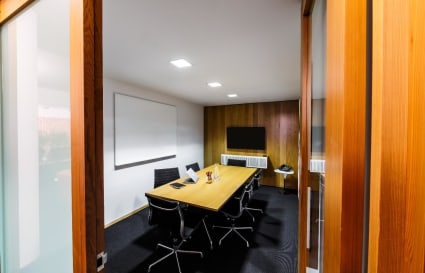 Beautiful 6 Person Meeting Room