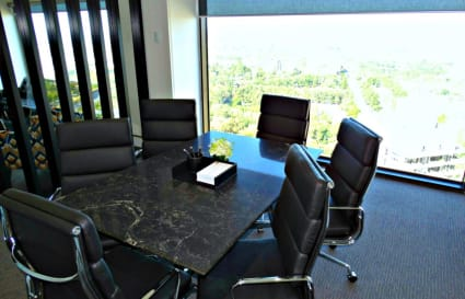 6 PERSON MEETING ROOM WITH VIEWS