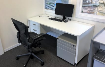 Desk space harbour side in Manly
