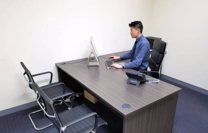 Modern and private office for 2 ppl