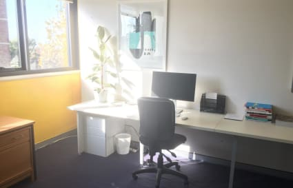 Private Desk / Shared Meeting Area