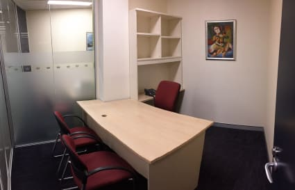 Premium lockable office 1 person - spacious & suitable for client interviews
