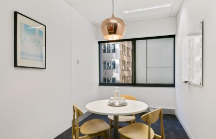 Private internal office for 3
