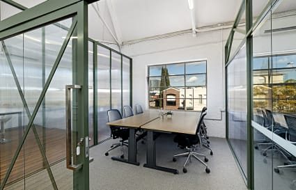 4 Person Private Serviced Office