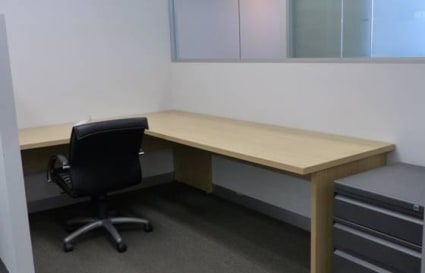 Flexible desk space by the month