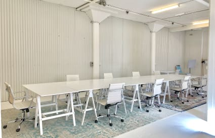 Coworking desks in Saint Peters
