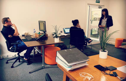 Coworking desks in Orange