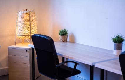 Permanent desk (4 Desks Space)