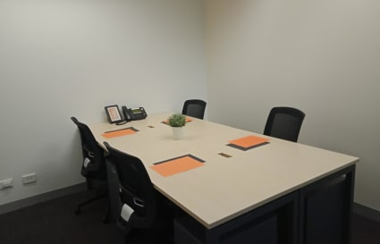 Internal private office for 4