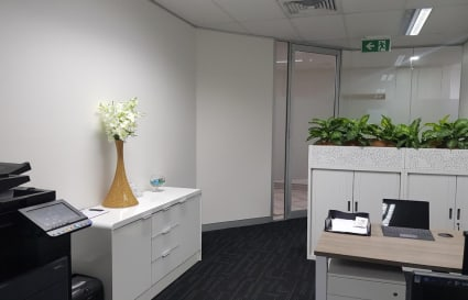 3 Desks doe lease in St Leonards, 5 minutes walk to train station and buses