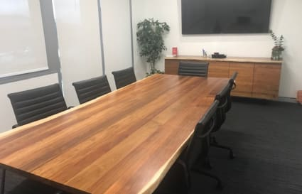 Looking to hire a fully equipped Boardroom close to the Airport?
