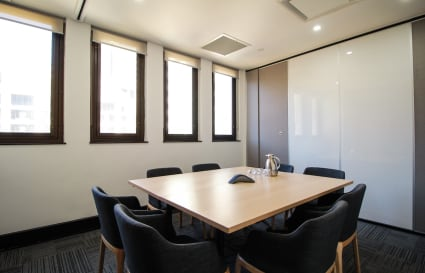 8 Person Meeting Room w Natural Light by Wynyard (Lvl 11)