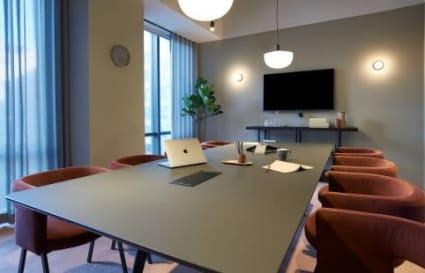 36 Person private office in One Canada Square