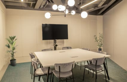 24 Person Office Available in Farringdon