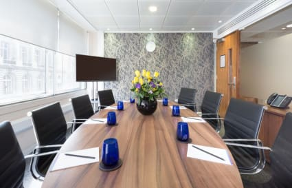 12 Person standard private office in St James's Square