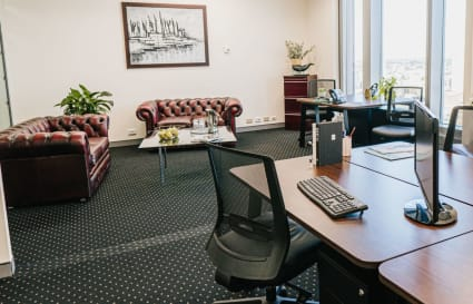 4-Person internal workspace with unlimited access to breakout areas