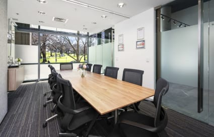 Collins Large | 10-12 Person Meeting Room