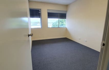 3-Person Serviced Offices in Yeerongpilly