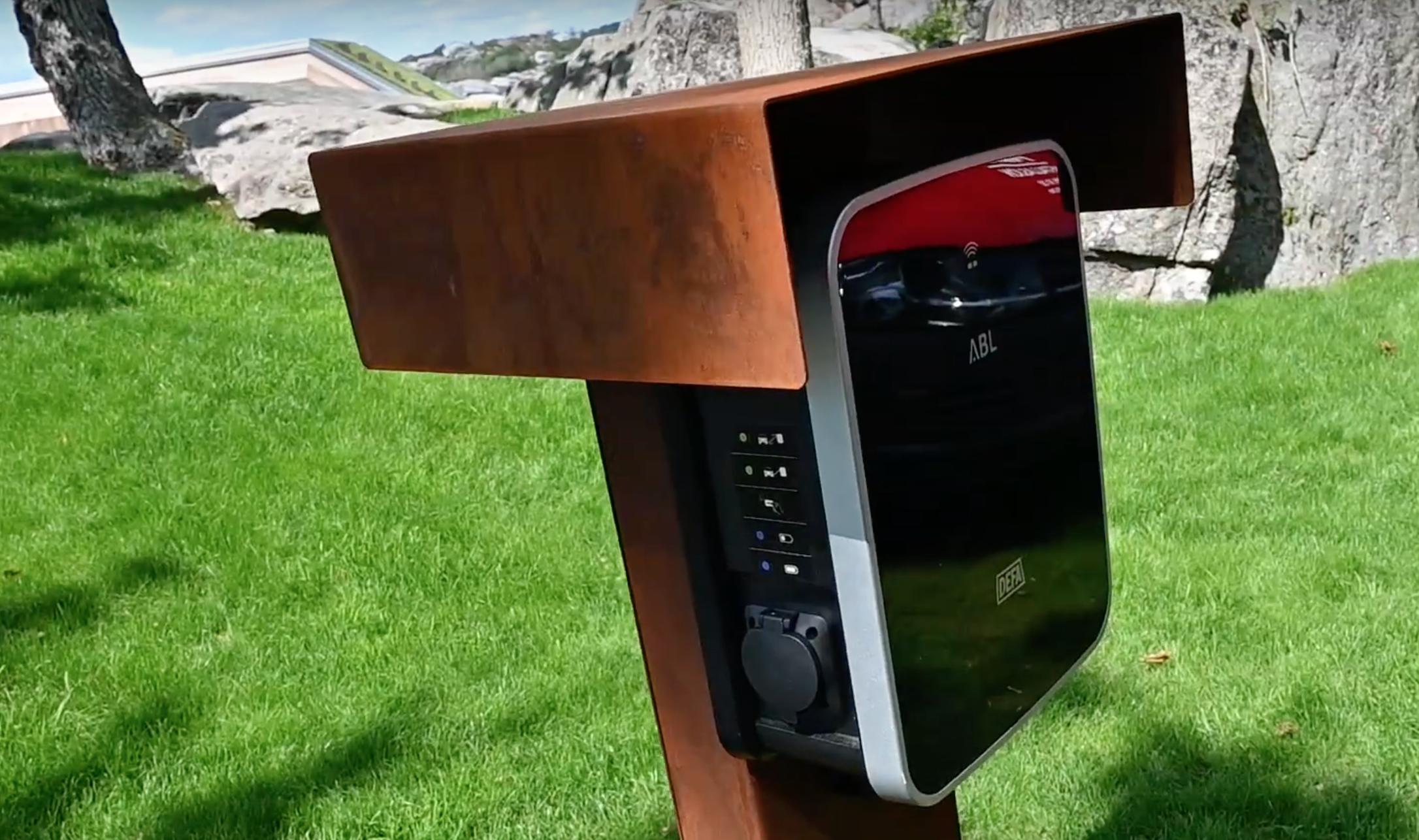 Hjemmelader til elbil montert av ALT Installasjon.