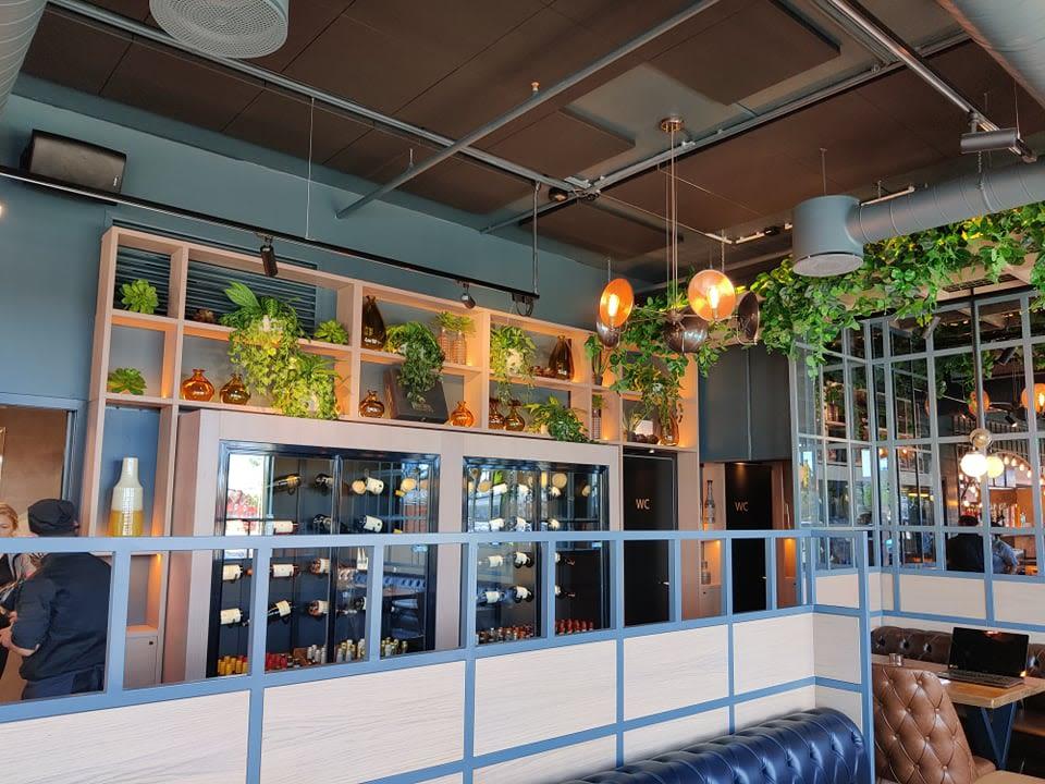 Bilde av himlingen i cafeområdet hos Bella Vista