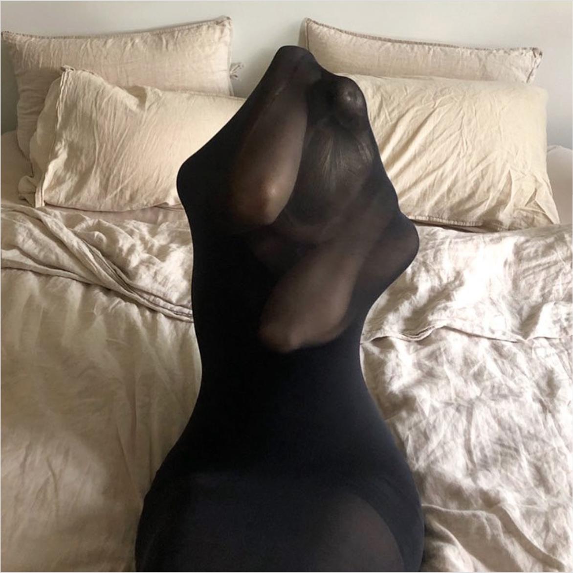 Siluett av kvinne i skulpturell form