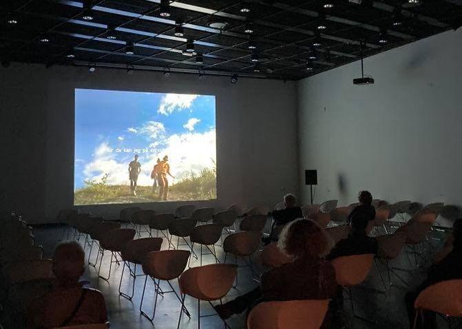 Fra filmvisning i utstillingen