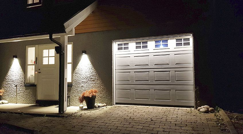 Utenpåliggende LED striper rundt garasje
