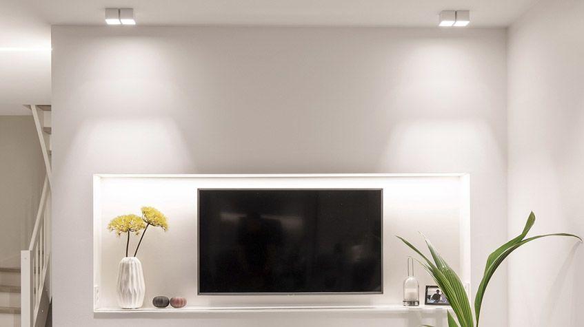 Eksempel på belysning i en stue, her med LED-downlights