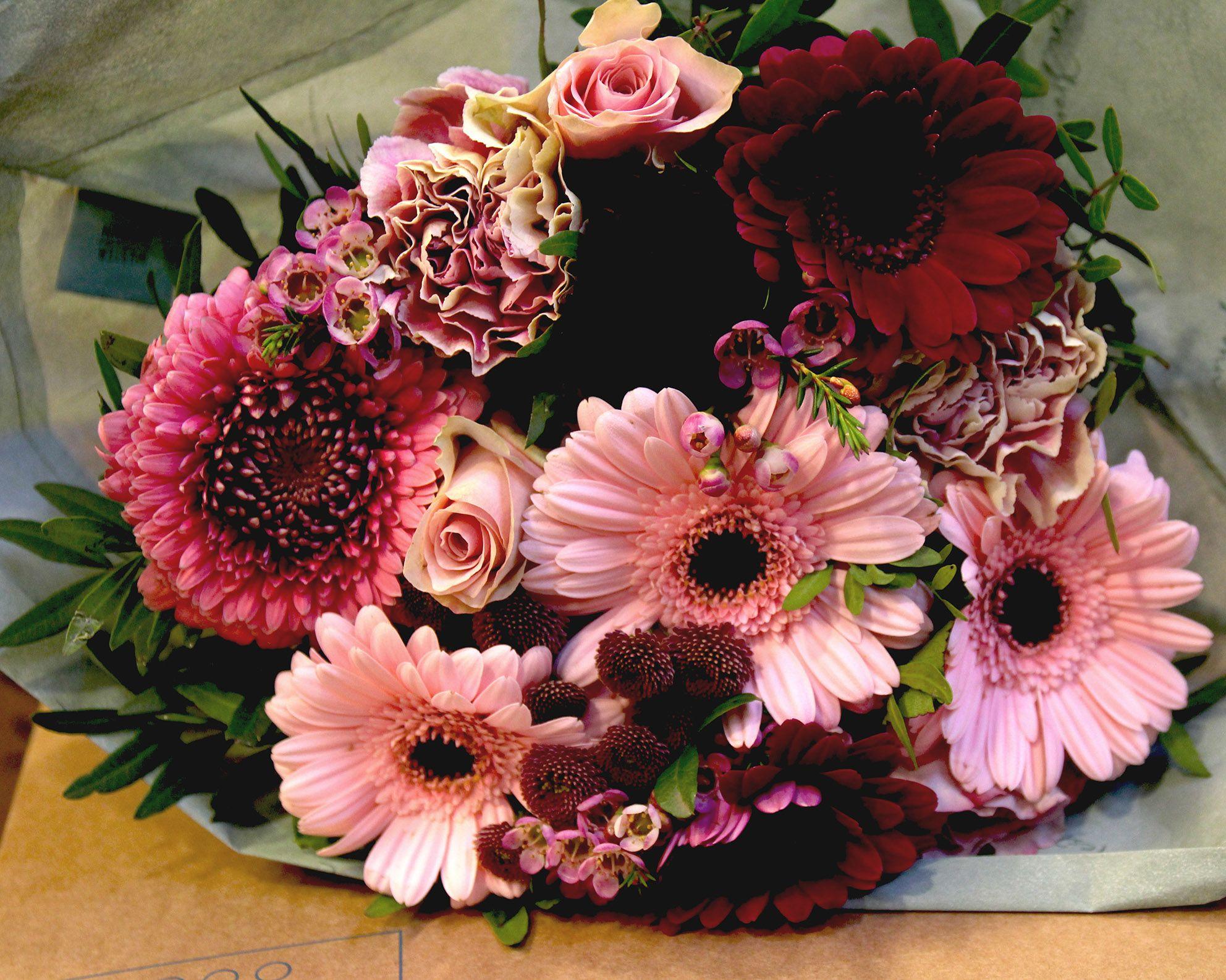 Blomsterhilsen til alle skolens ansatte