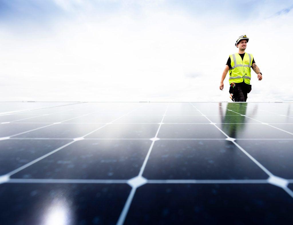 Vi hjelper deg med solcelleanlegget