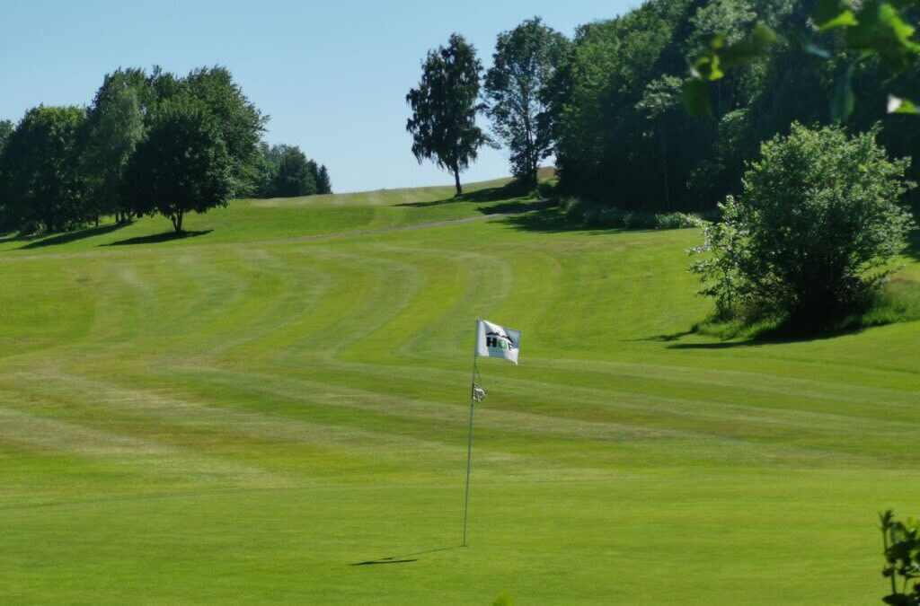 Hof Golfbane takker for støtten