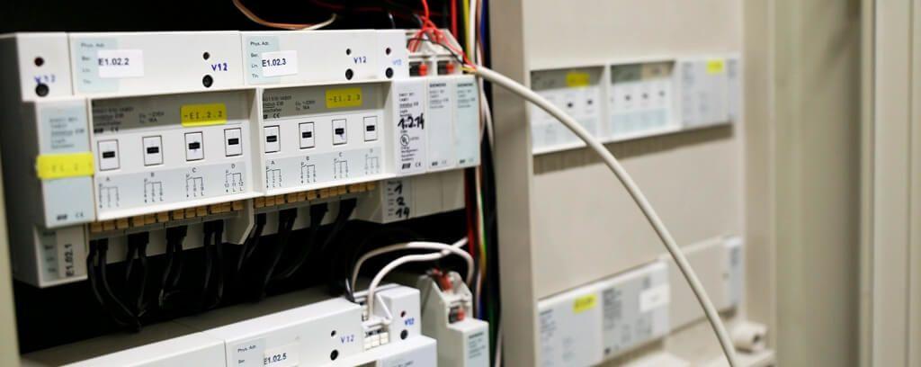 KNX-system hos en bedrift, installert av elektriker fra Moss Elektro.