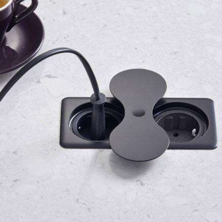 EIGHT SOCKET SQUARE - nedfellbar stikkontakt 1 stikk + 1 USB