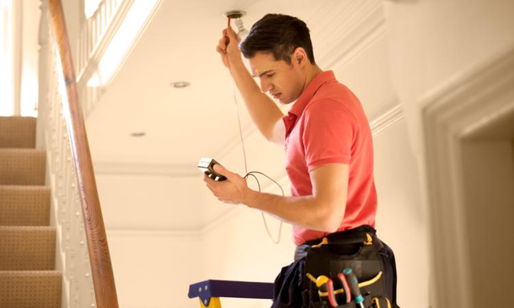 Alt installasjon utfører el-kontroll