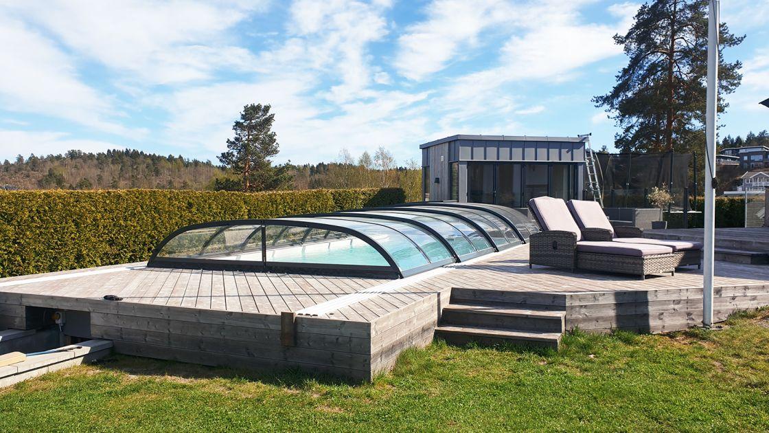 Glassfiberbasseng med tak fra Enwa Pahlén