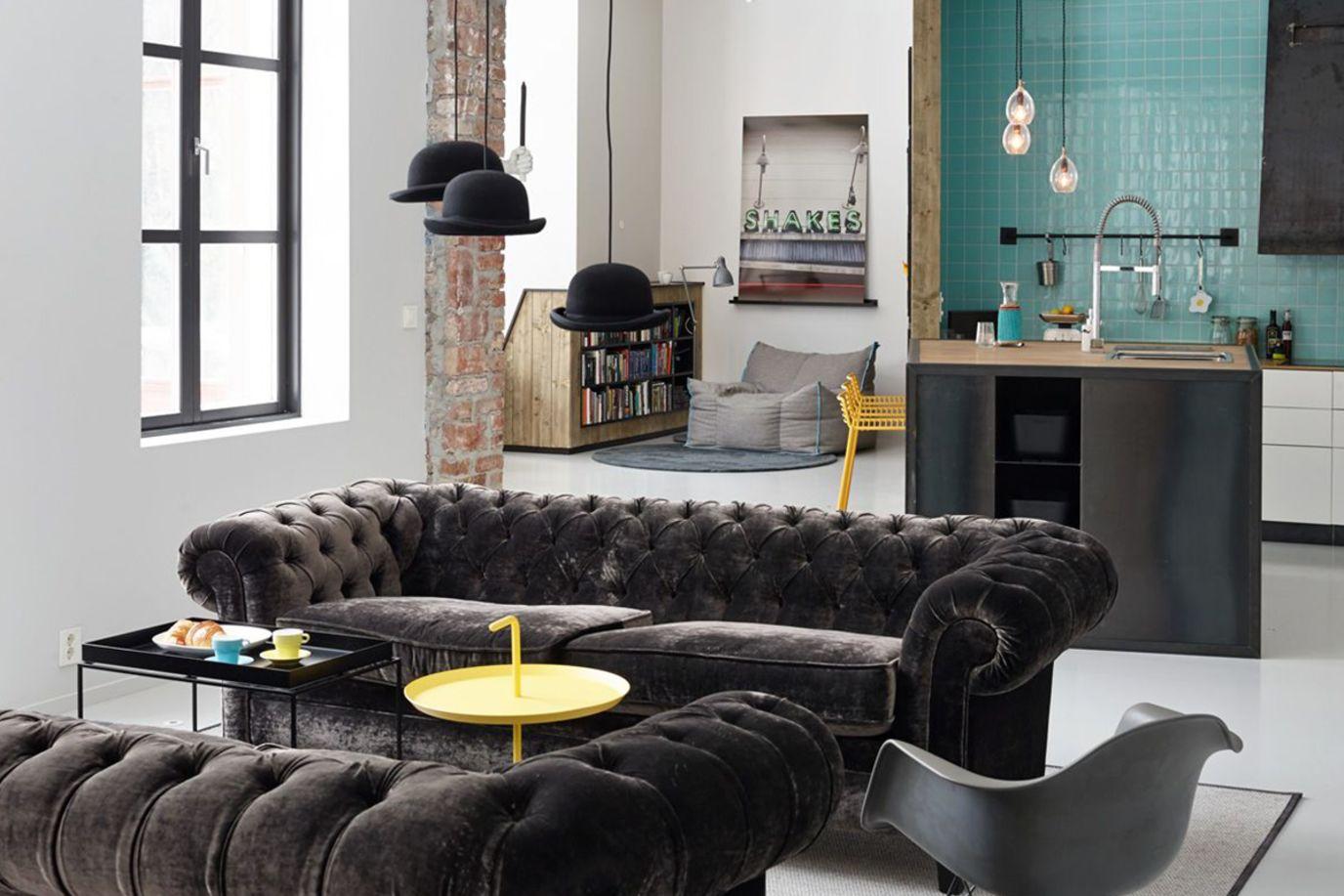 velursofa i moderne stue